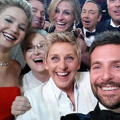 2014 oscars selfie ellen degeneres bradley cooper jennifer lawrence julia roberts blogs red women redonline