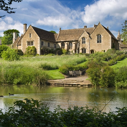 English country houses red online for Pictures of english country houses