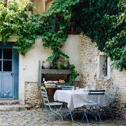 Best courtyard ideas decorating ideas interiors red online for French country courtyard