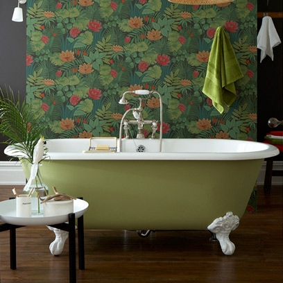 Coloured roll top bath ideas decorating ideas for the - Papier pour salle de bain ...