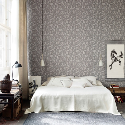 Decorating with grey best grey room inspiration red online for Grey feature wallpaper bedroom