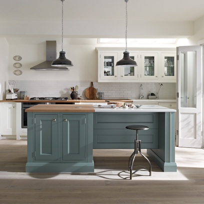 Country style rooms bedroom dining room and kitchen for Black country kitchen cabinets