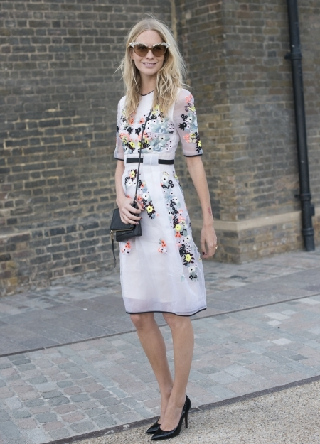 We Love This Look The Perfect Length Dress Clic Court Shoes And Catseye Sungles Poppy Delevigne Has Nailed Wedding Guest Outfit