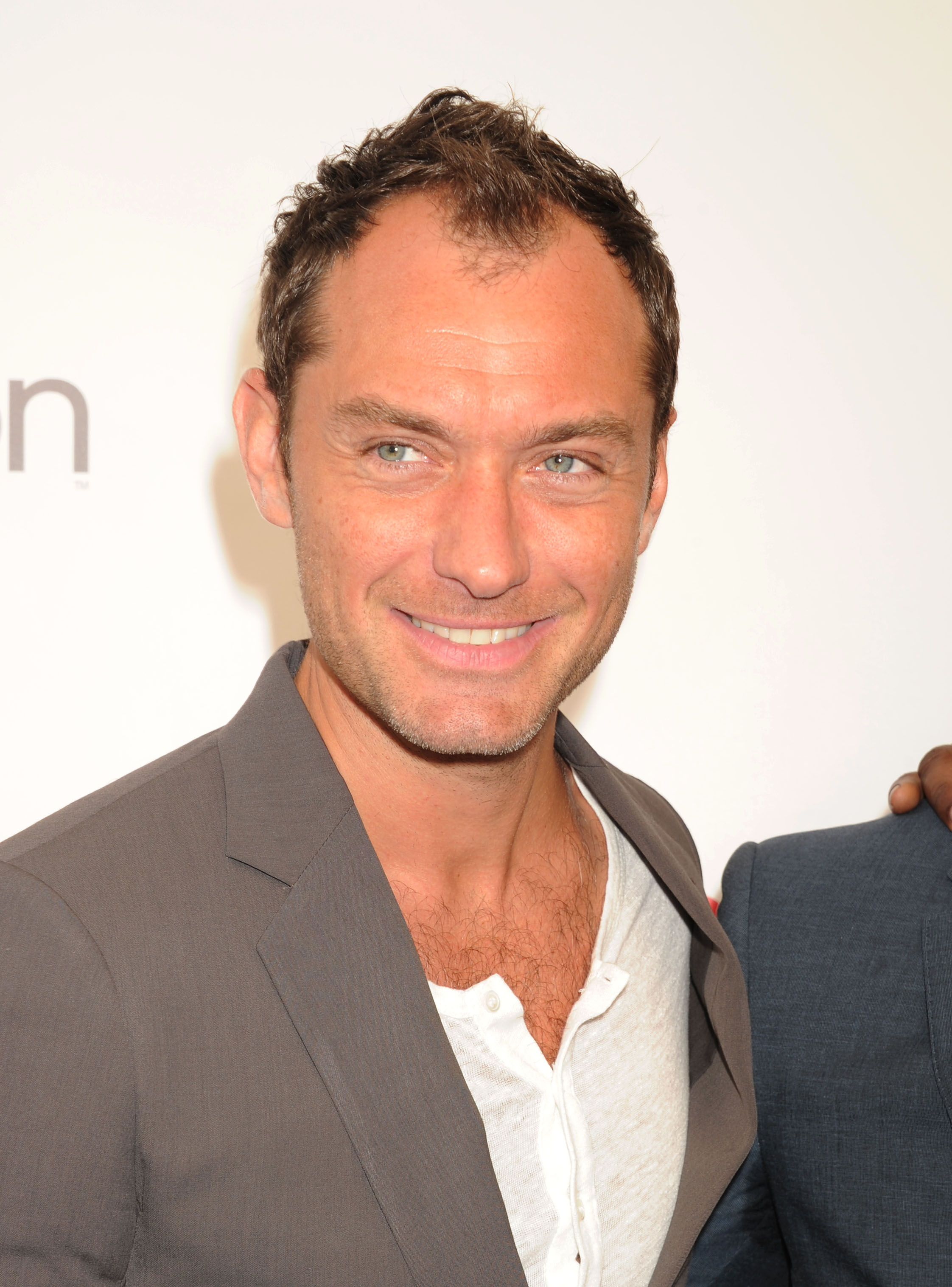 Jude Law To Star In Hbo S Young Pope What To Watch Red