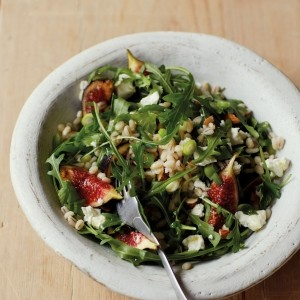 Barley salad with figs and rocket