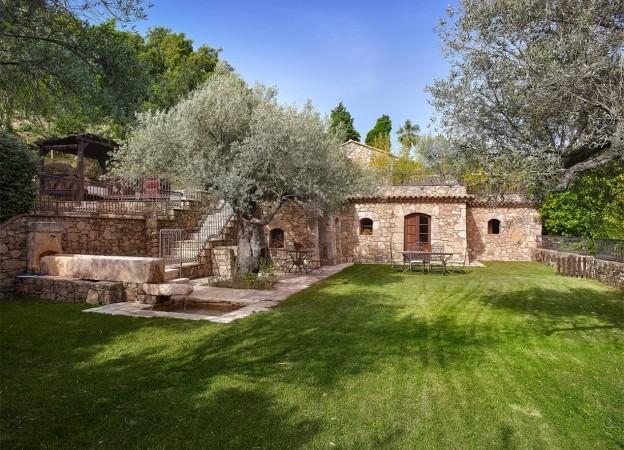 Inside Johnny Depp's French House | Celebrity Homes ...
