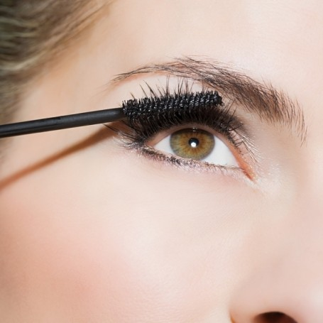 The 6 biggest mistakes you make when you apply mascara
