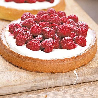 Hugh FearnleyWhittingstalls Genoese sponge cake Easy cake