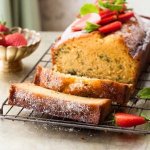 Pimm's lemon drizzle cake