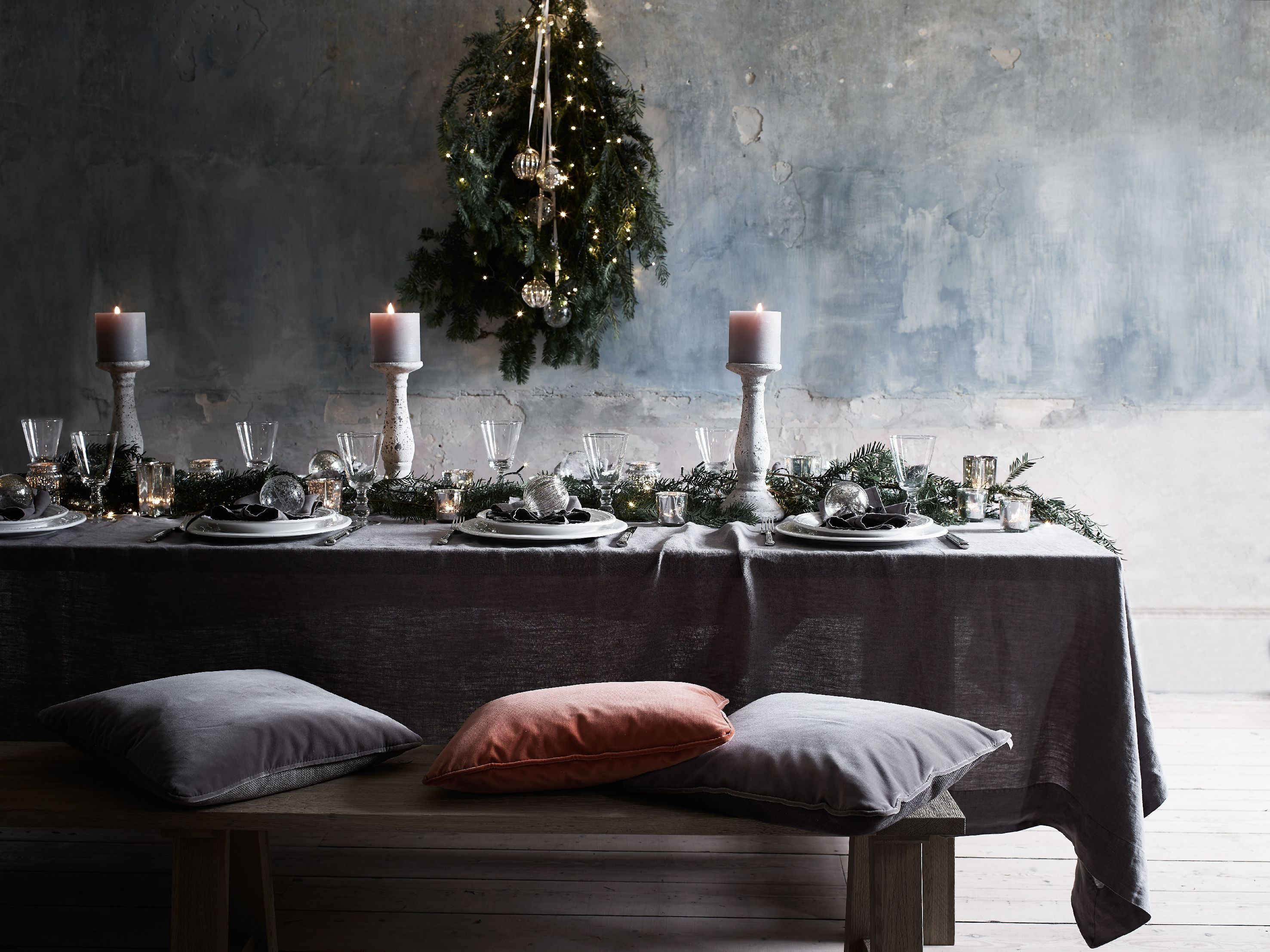 #7E574D Beautiful Ways To Decorate Your Christmas Table  5271 decoration table noel mauve 2953x2214 px @ aertt.com