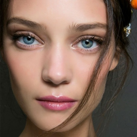 13 ways to wear the minimal make-up look