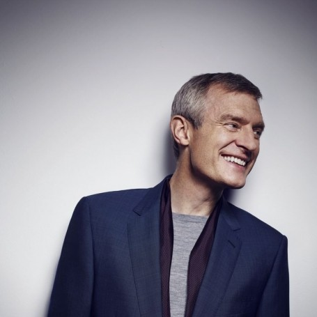 Watch Jeremy Vine be the victim of an alleged verbal attack while riding his bike
