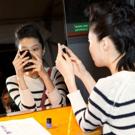 How putting down your smartphone can give you better skin