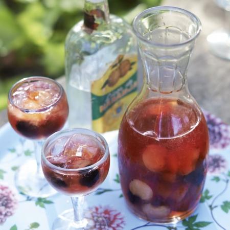 Mulberry and peach cava sangria red online for Cava sangria