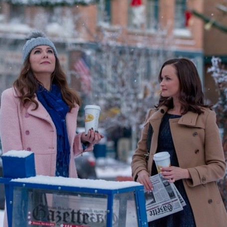 Stop everything and watch the first official Gilmore Girls trailer