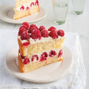 Genoise sponge with raspberries and cream