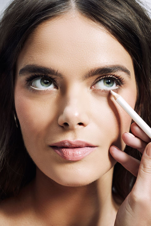 We asked celebrity make up artist Michael Anthony for easy tips that can  enhance whatever you re working with. 5 make up tricks to make your eyes look bigger   Beauty tips   Red