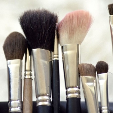 This is why you seriously need to wash your makeup brushes