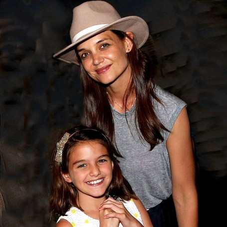 Suri Cruise has grown up to look exactly like Katie Holmes