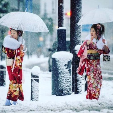 Unbelievable photos show Tokyo's first November snow fall in 54 years