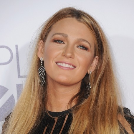 Blake Lively gives Ryan Reynolds a shoutout