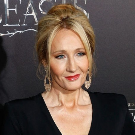 J.K. Rowling just burnt Donald Trump on Twitter… again