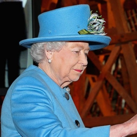 Buckingham Palace will pay you £30,000 to manage the Queen's social media