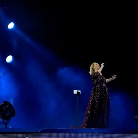 Adele pays tribute to victims of the Westminster attack