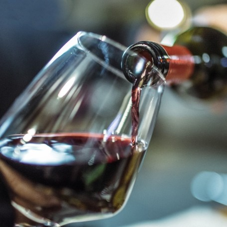 Here's why your wine bottle always drips (and why this one doesn't)