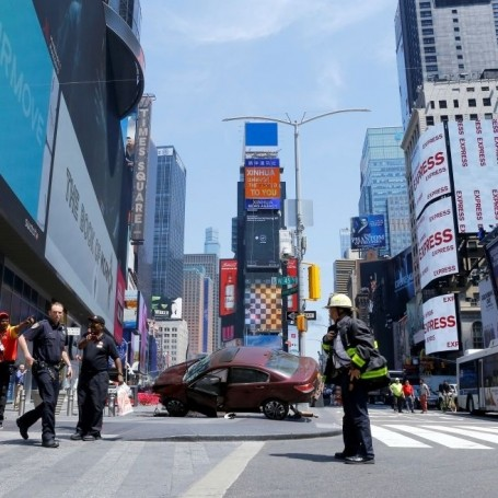Car crashes into pedestrians in New York's Times Square