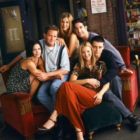 Matthew Perry addressed those rumours that the 'Friends' cast slept together