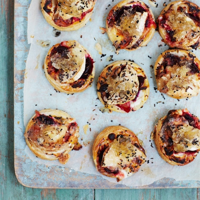 Goat s cheese and beetroot tartlets vegetarian recipes for Canape ideas for dinner party