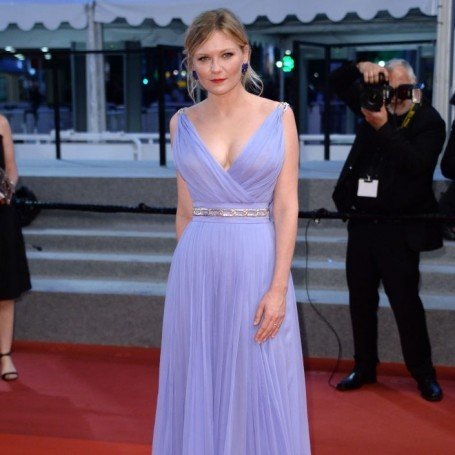 Why was Kirsten Dunst crying on the Cannes red carpet?