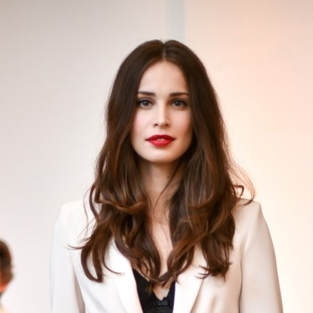 Poldark's Heida Reed says her corset is so tight that she can only eat soup or smoothies