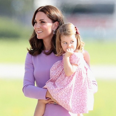 Kate Middleton is there to make Princess Charlotte smile again after she falls