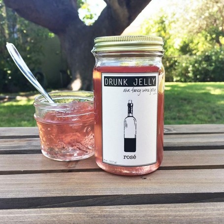 Rosé jelly is the ultimate boozy summer snack