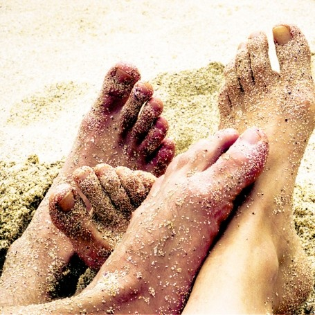 This simple trick will get rid of your sandy feet after the beach