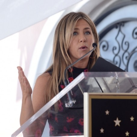 Jennifer Aniston proves exactly why you need your best friend