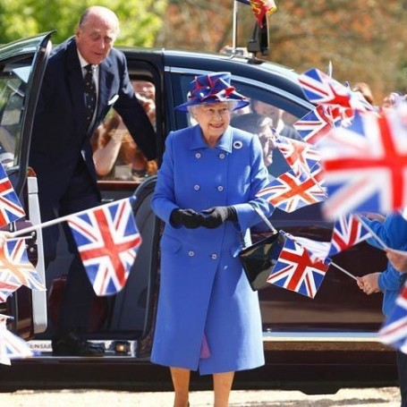 10 things you should never do in front of Queen Elizabeth II