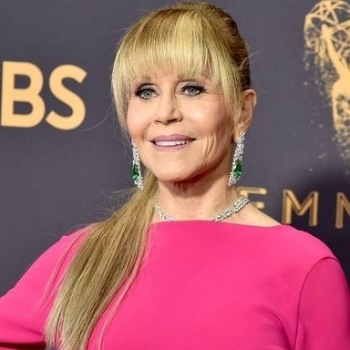 Jane Fonda debuts an ultra-long ponytail and completely stuns at the 2017 Emmys