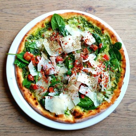 Top restaurant critic rates this budget supermarket pizza as one of the best