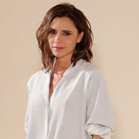Victoria Beckham celebrates Thanksgiving by dressing up as a turkey