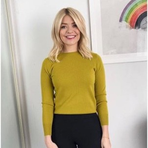 Holly Willoughby wears chic M&S jumper to host This Morning