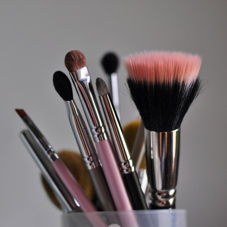 The makeup brush guide