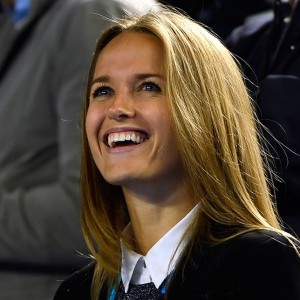 Kim Sears: Love All (that hair)