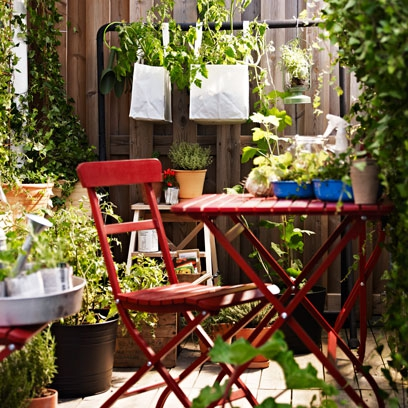 Small garden styling ideas outdoor furniture red online for Small square garden ideas
