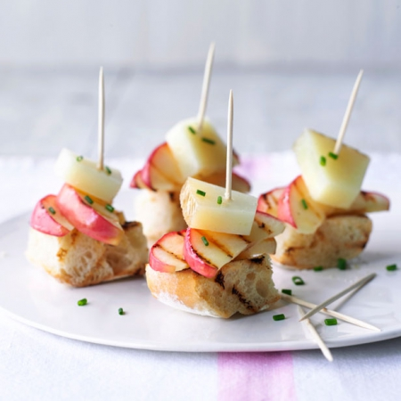 Spanish apple and manchego tapas red online for Gourmet canape ideas